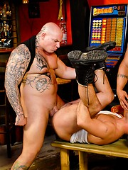 Muscle hunk Randy Jones, Tamy, Devil and Leslie Blue fuck