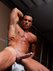Hot muscle man Gianluigi Volti shows his boner