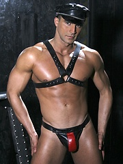 Muscle hunk Alex Fuerte wearing leather gear