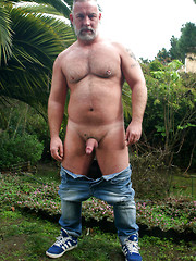 Muscle daddy Brent Cage outdoors
