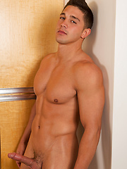 The beefy guy Tomy jacking off