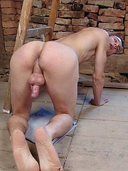 Hot twink shows ass