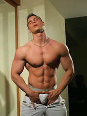 Muscle man Fritz Helm posing