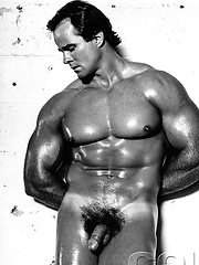 Muscle man Leo Hooks naked