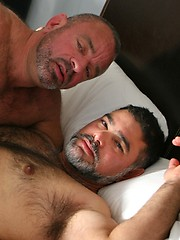 Big mature bears Jesse Foxx and Mike fuck