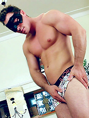 Muscle stud Austin gets naked