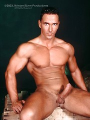 Muscled brunette hunk Henrik Toth and his rock har curvi penis